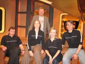 Die Tübinger mit Stefan Raab auf der Fahrenden Couch (v.l.) Markus, Karen, Verena und Tim