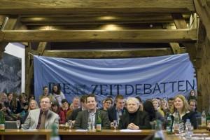 Unsere Ehrenjury im vollbesetzten Finalraum im Tübinger Rathaus