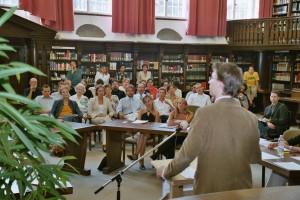Traditionell im historischen Lesesaal der Tübinger Uni-Bibliothek: das Professoren-Studenten-Duell