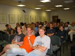 Erwartungsvoll: Zuschauer zum Redewettstreit 2002